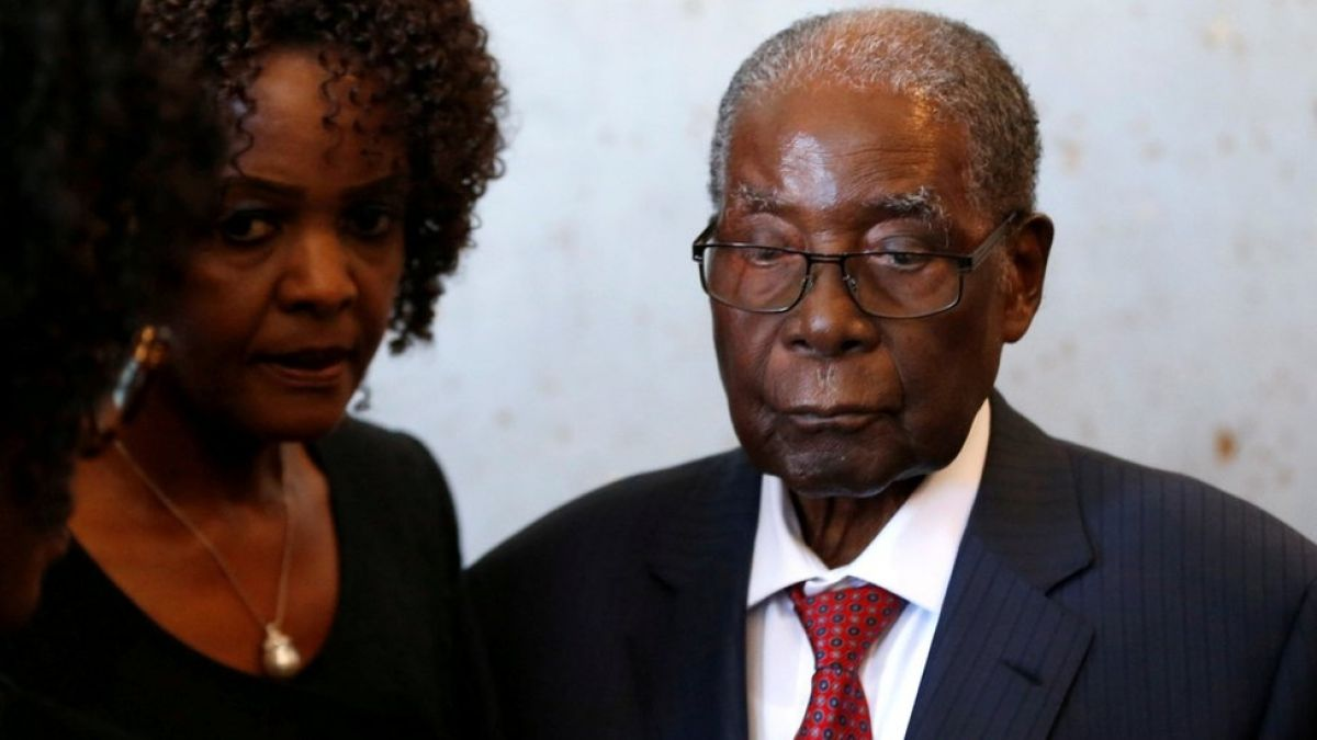 Mugabe: la maleta con US$150.000 que le robaron al expresidente de Zimbabue