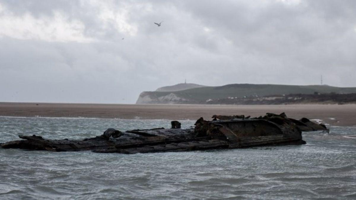 Emerge un submarino de la Primera Guerra Mundial en una playa francesa