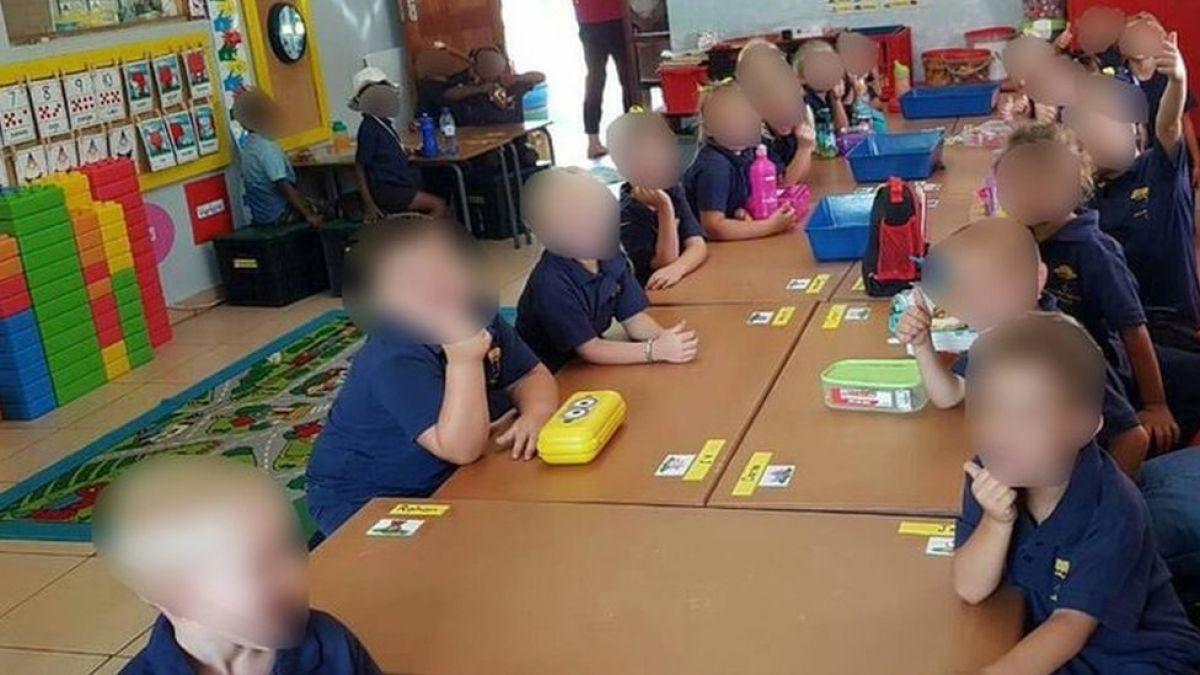 El escándalo en Sudáfrica por una maestra que separó a los alumnos por raza