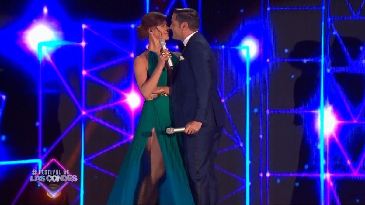 [VIDEO] El tímido y rapidito beso de Tonka y Pancho Saavedra en el Festival de Las Condes