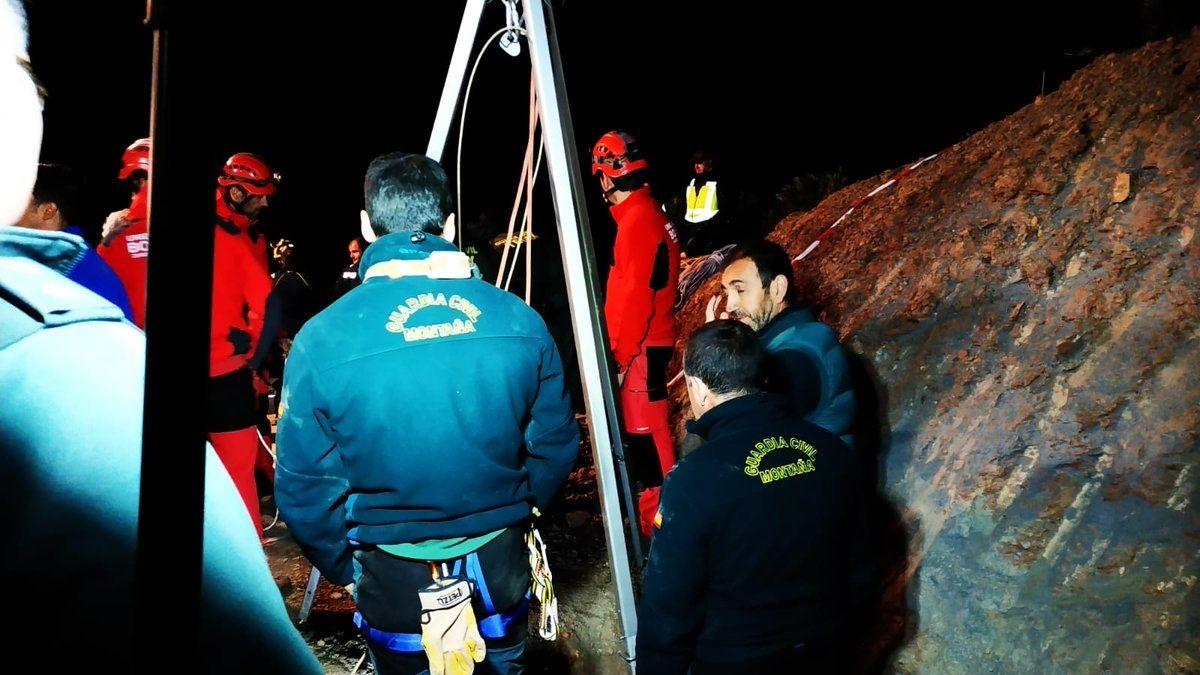 El rescate del niño español atrapado en un pozo podría durar días