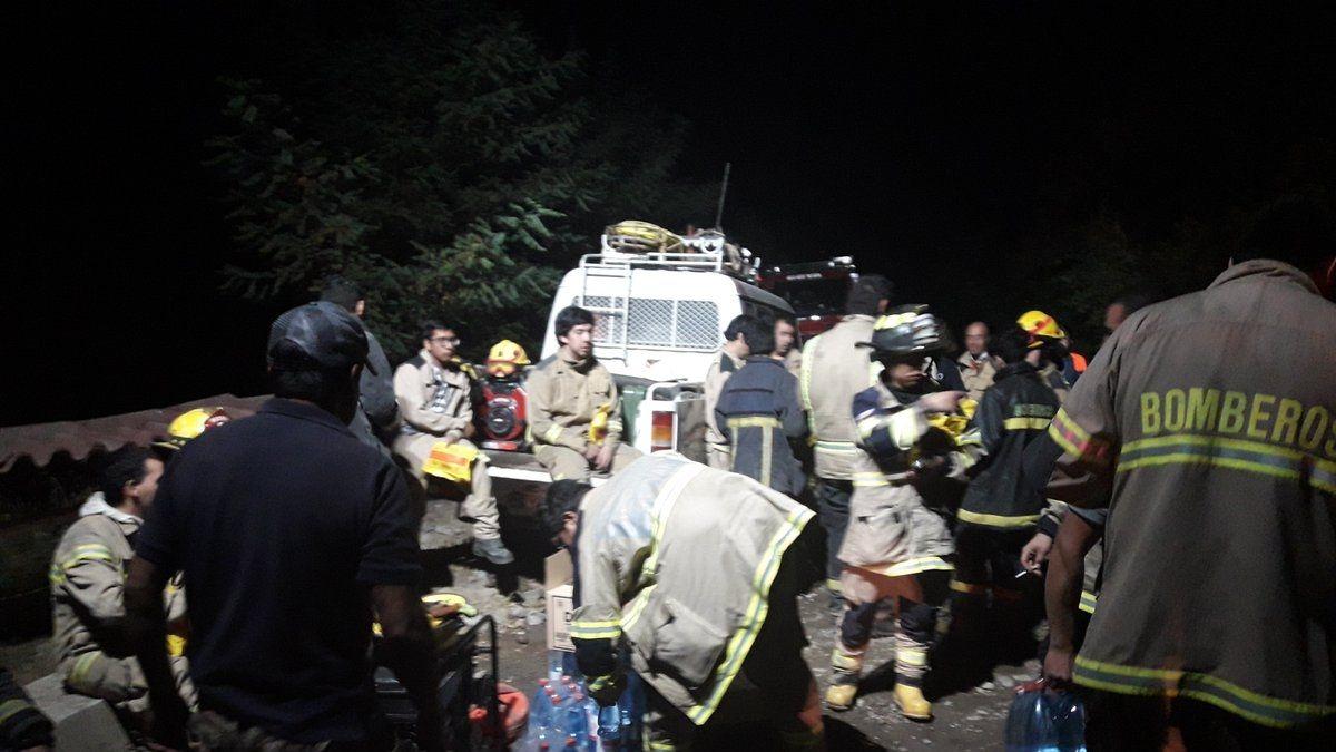 Alerta Roja por incendio forestal en Machalí: ONEMI entrega apoyo logístico a bomberos