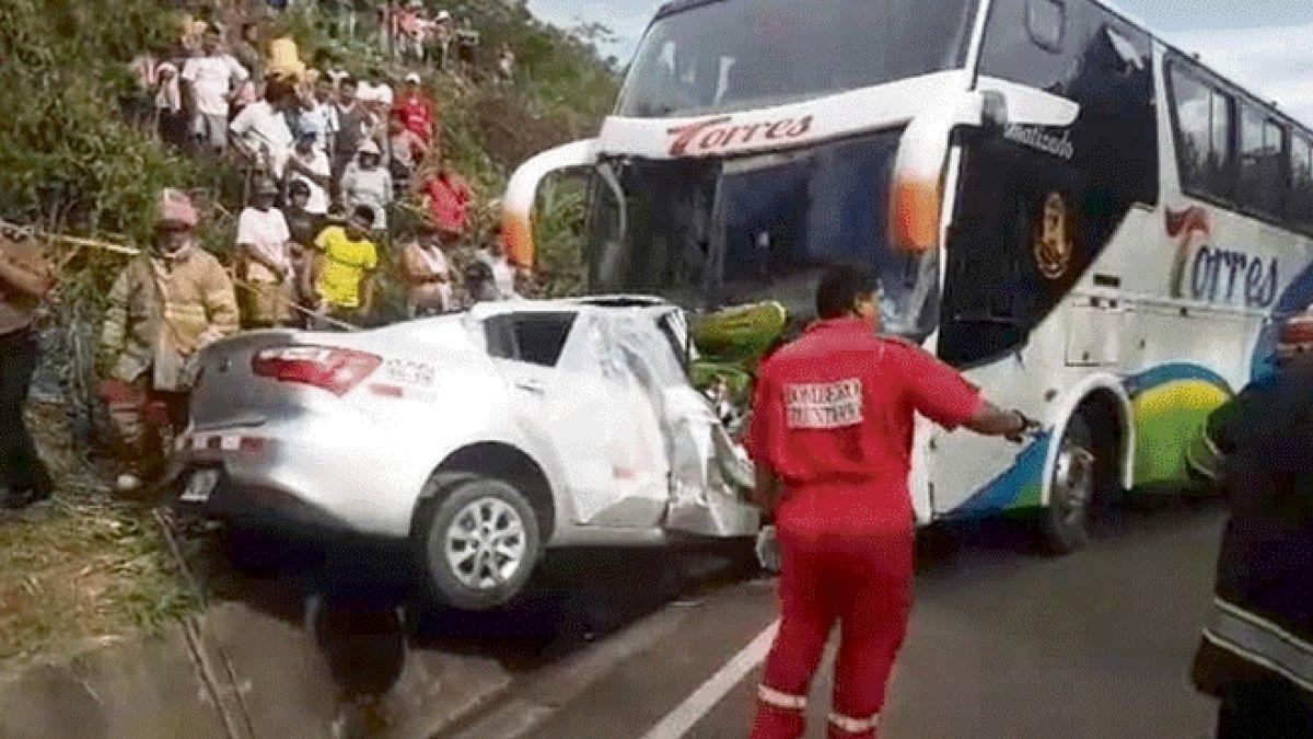 Cinco jovenes que habían sido aceptados en equipo de fútbol mueren en accidente vehicular en Perú