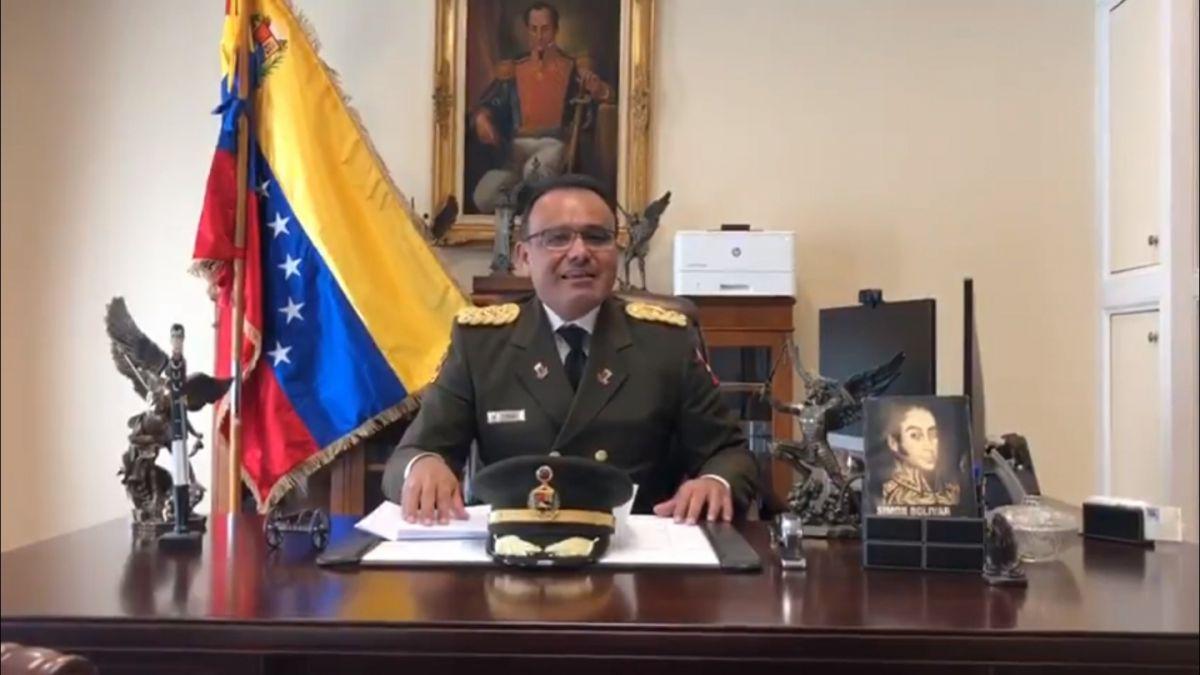 Agregado militar de la GNB en Washington muestra lealtad a Juan Guaidó
