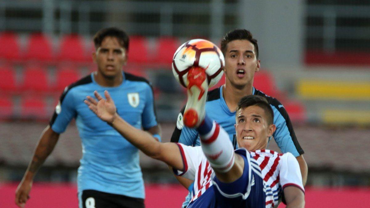 Uruguay aseguró su pasaje al hexagonal final tras derrotar por la mínima a Paraguay