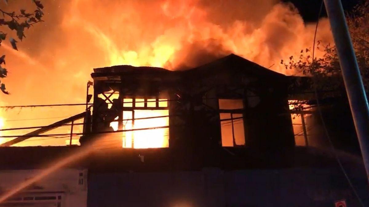 [VIDEOS] Incendio afectó a un locales nocturnos de Barrio Bellavista