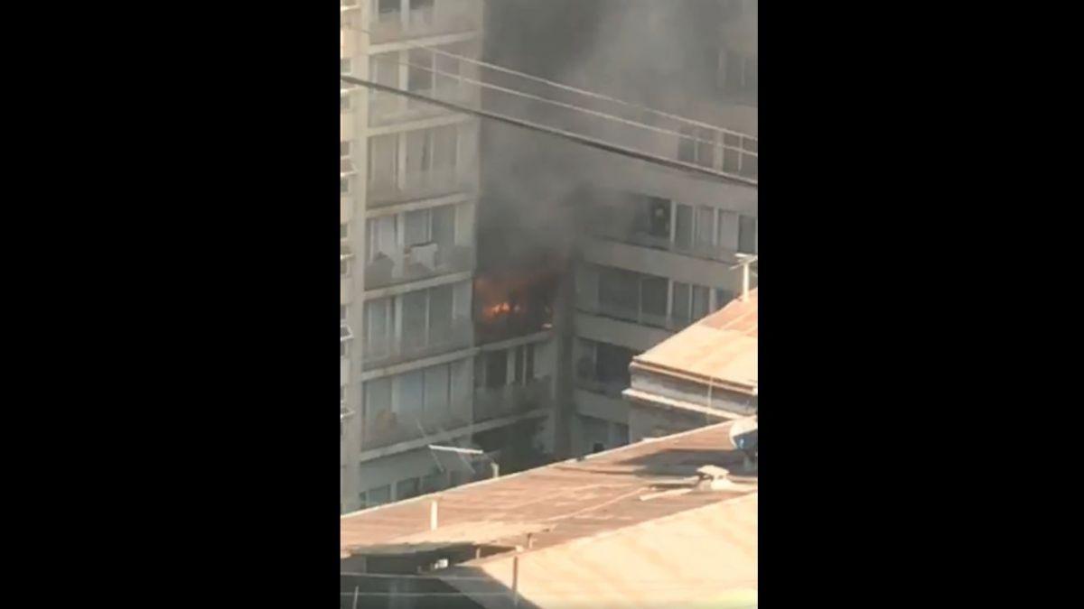 [VIDEO] Onemi informa que en incendio en calle San Diego está controlado