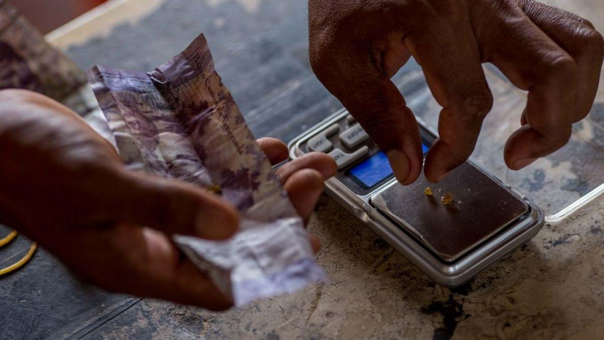 Crisis en Venezuela: cómo el oro se convirtió en el último recurso de Nicolás Maduro