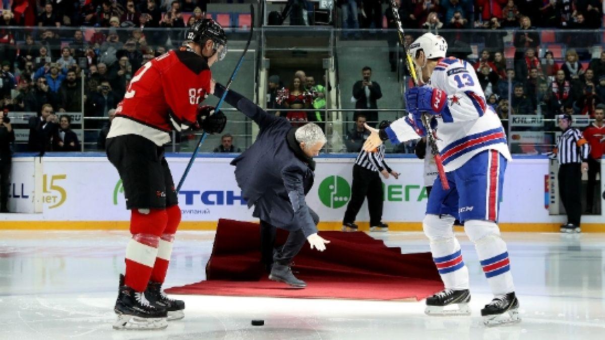La caída de Mourinho en un partido de hockey que es viral