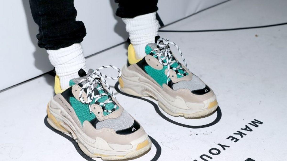 Las zapatillas desplazan a las carteras como nuevo símbolo de lujo