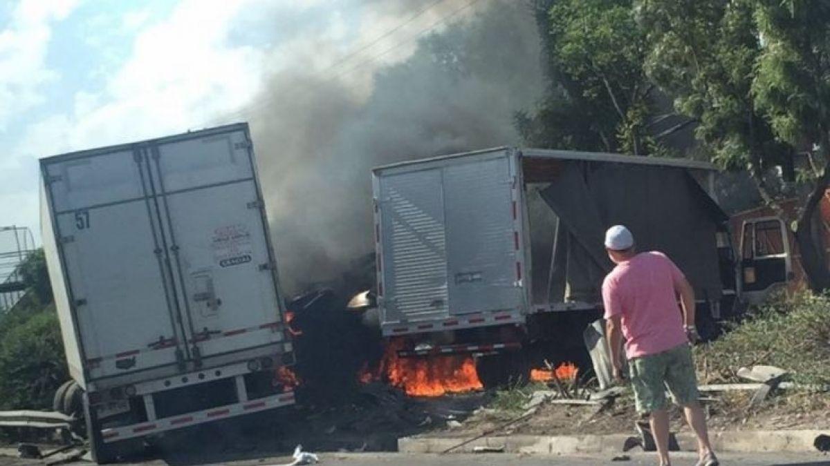 [VIDEO] Choque entre dos camiones provoca incendio en plena ruta Vespucio Norte
