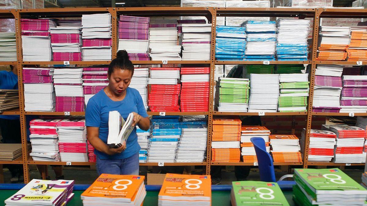 Resultado de imagen para Sernac ofició a editoriales por mercado de textos escolares y plataformas escolares.