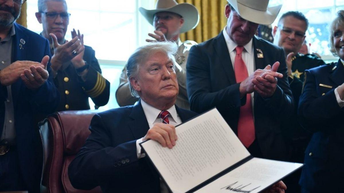 Trump usa su primer veto para cumplir con su promesa de campaña de construir el muro