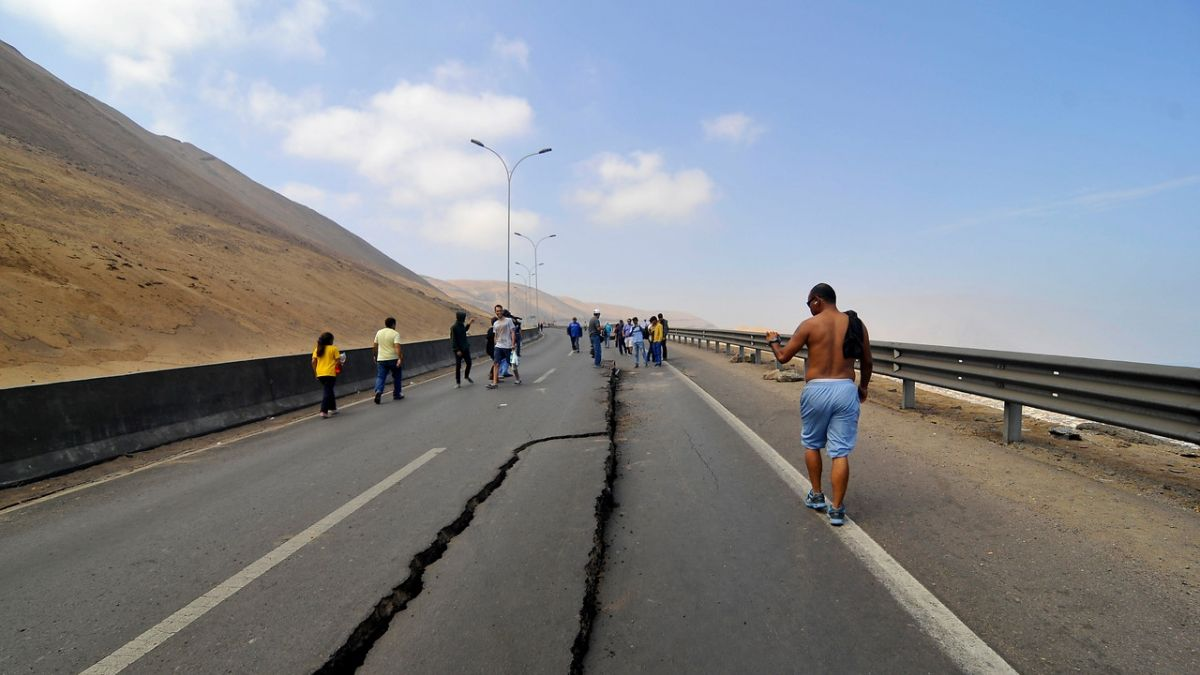 Científicos chilenos descubren relación clave entre sismos y el campo magnético del planeta