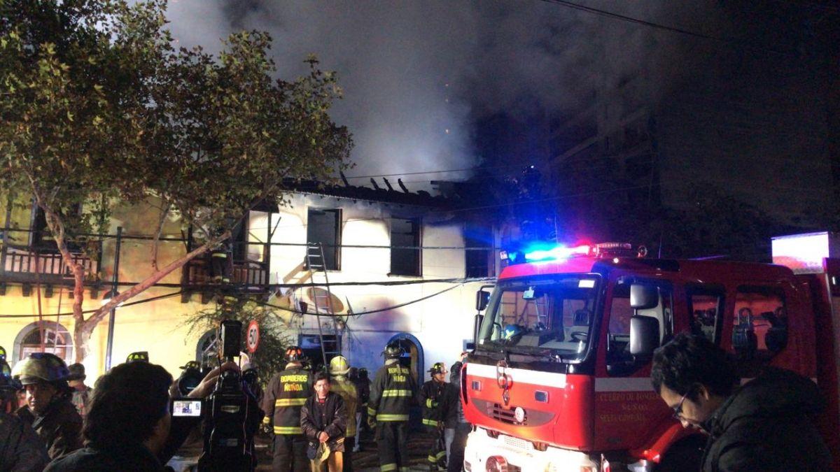 Incendio consume cinco casas en la comuna de Ñuñoa