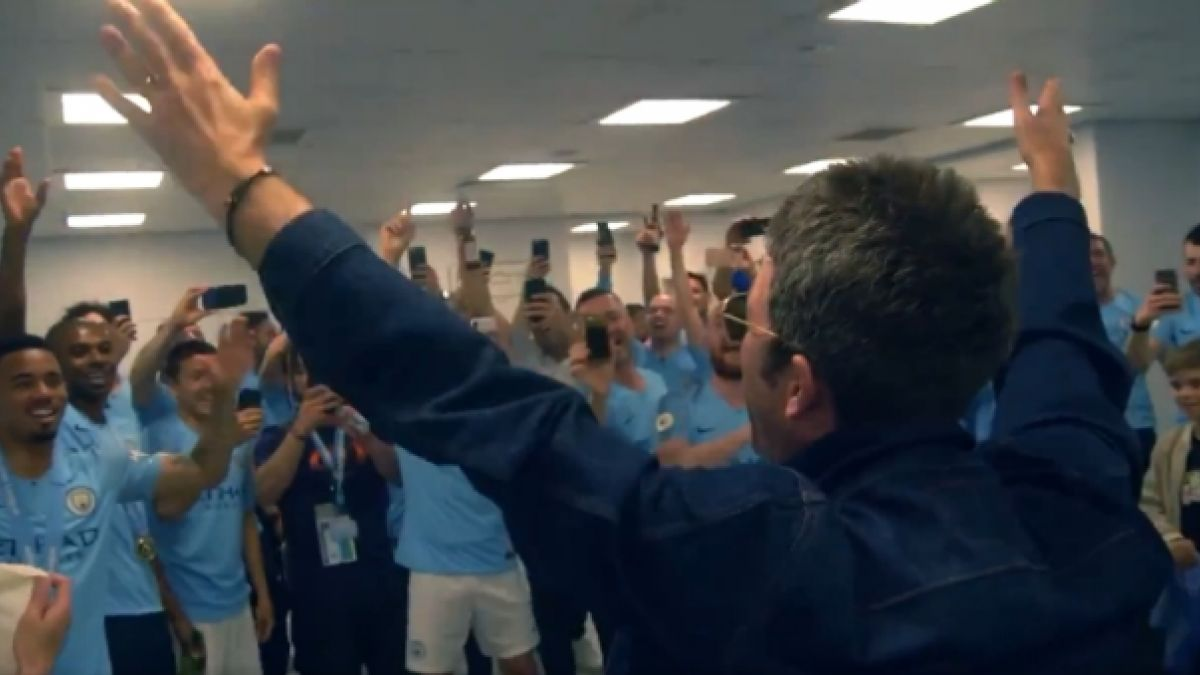 "[VIDEO] Emotiva celebración: Noel Gallagher y el Manchester City cantan ""Wonderwall"" en el camarín"