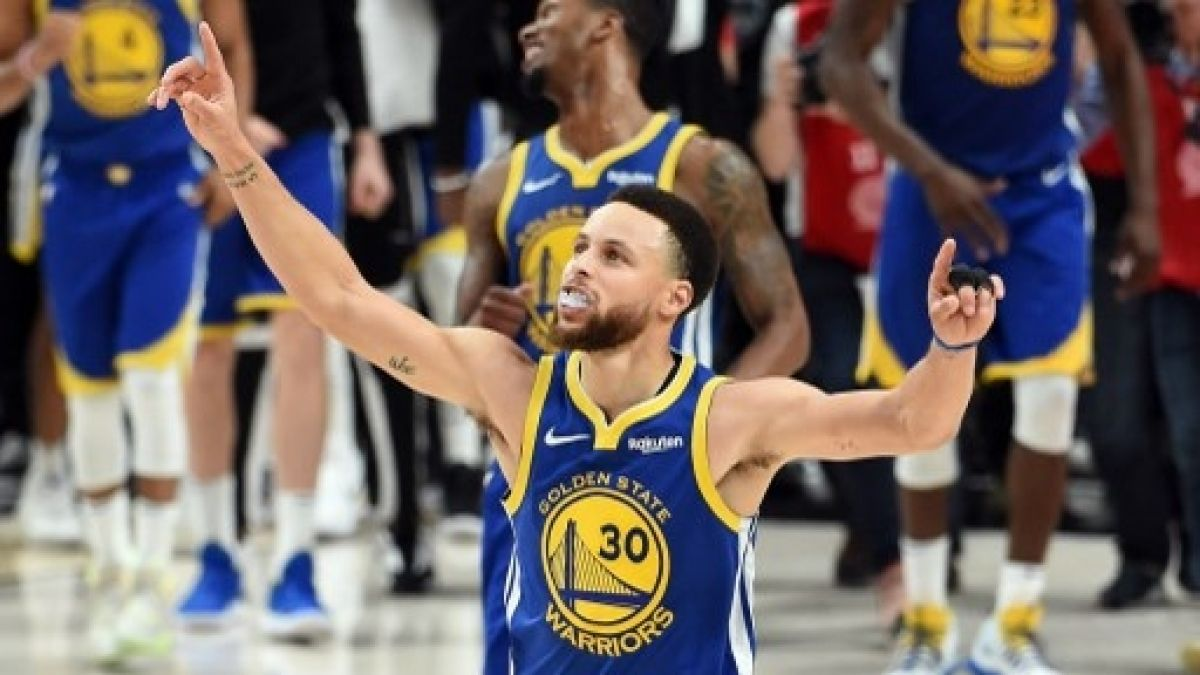 Con un intratable Curry los Warriors sellaron su paso a su quinta final consecutiva de la NBA