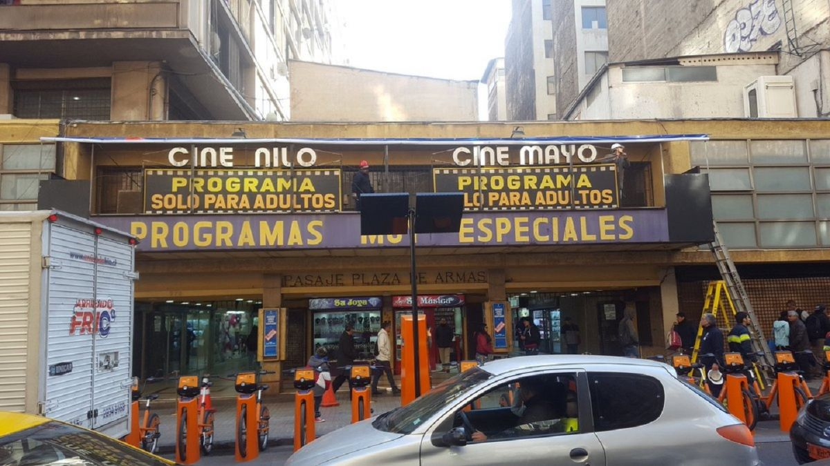 Cierran históricos cines porno del centro de Santiago