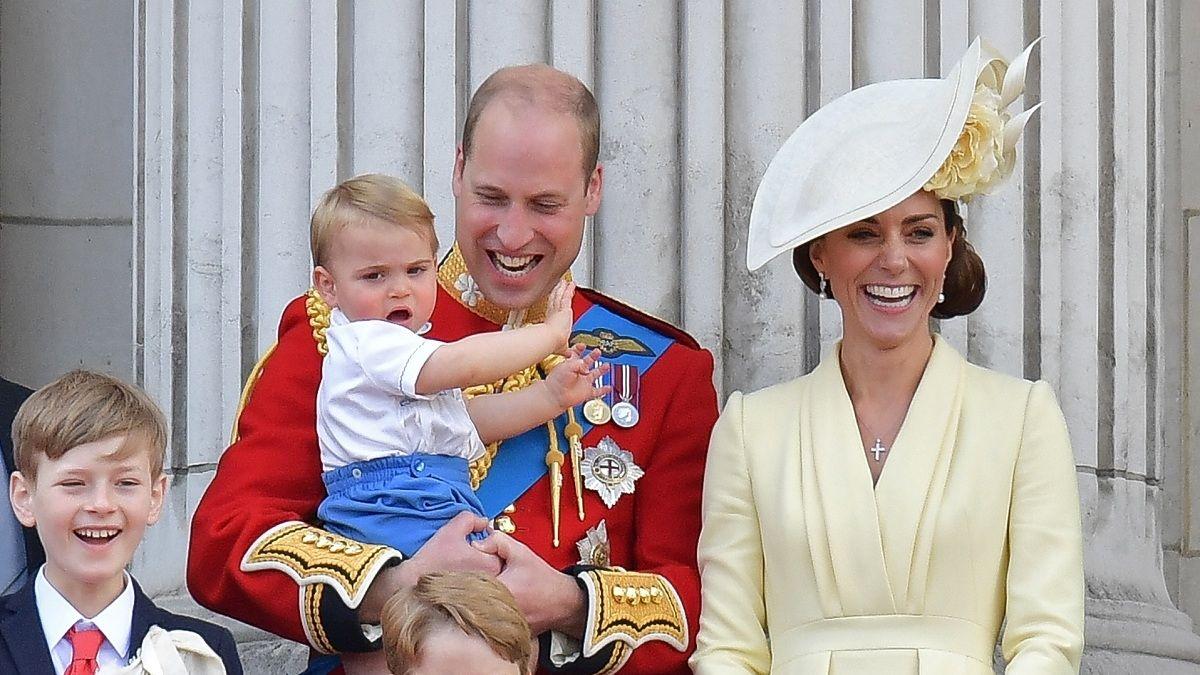 Príncipe Louis se robó las miradas en ceremonia en honor a la reina Isabel II
