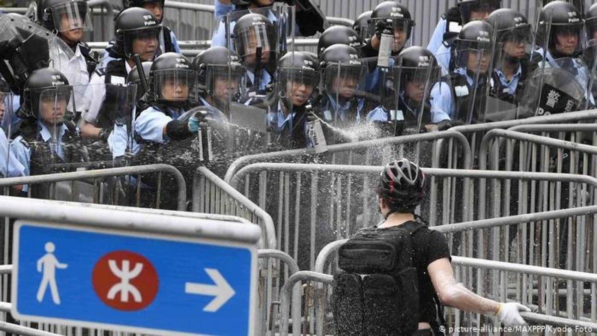 Enfrentamientos en Hong Kong entre policía y manifestantes que protestan por ley de extradición
