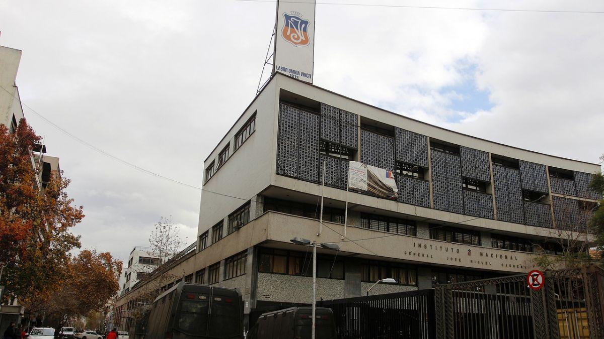 Municipalidad de Santiago ha gastado $2.585 millones por daños en liceos en los últimos seis años