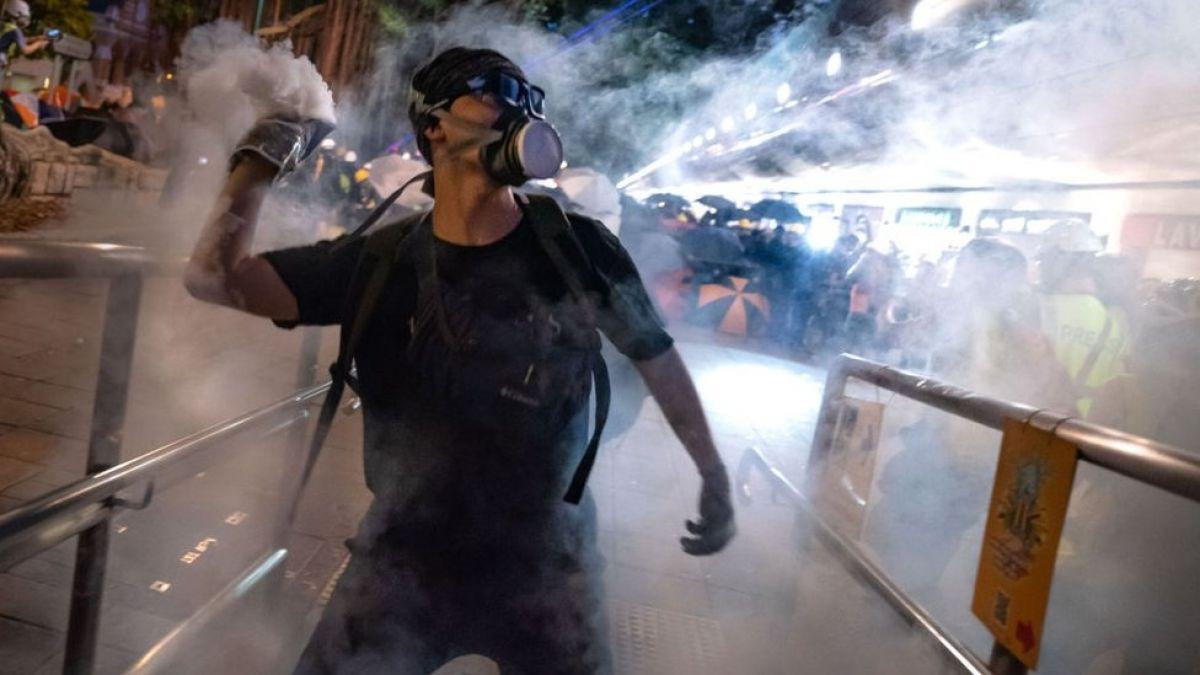 Hong Kong: Nuevos enfrentamientos entre manifestantes y la policía dejan varios heridos