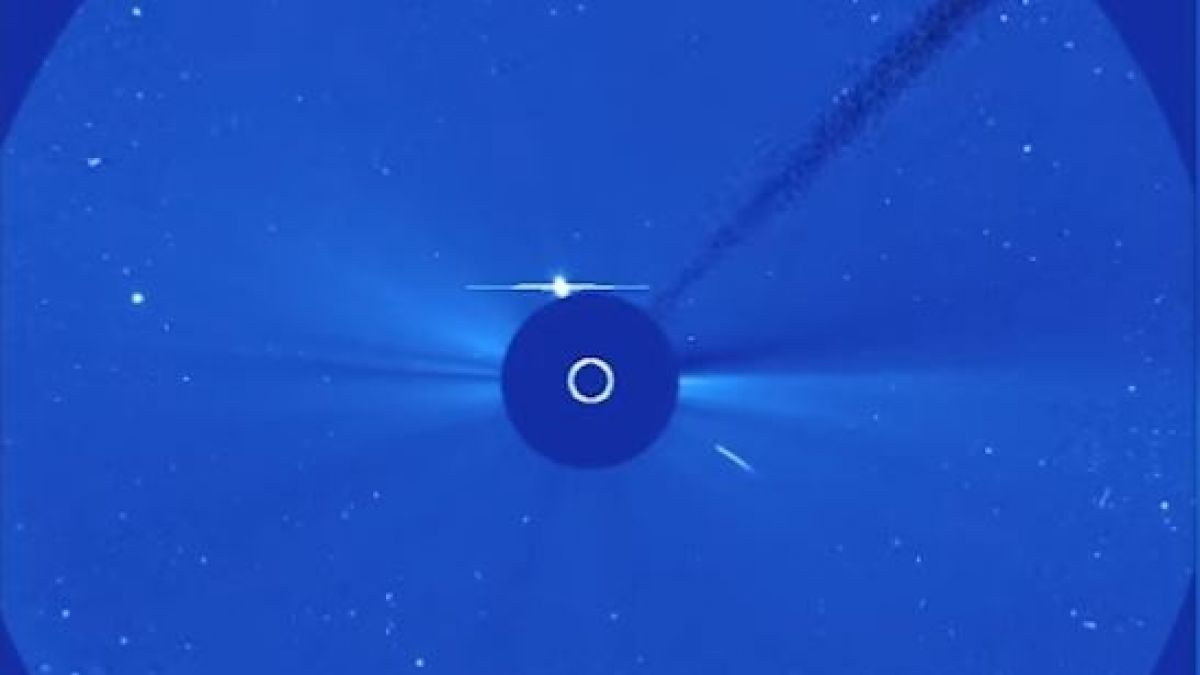 نتيجة بحث الصور عن ‪Comet's Death Dive Into Sun Snapped by SOHO Spacecraft‬‏