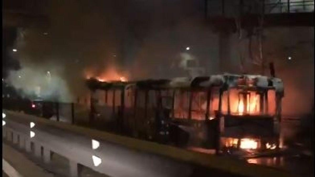 [VIDEOS] Un bus del Transantiago se quema completamente cerca de la ronda Grecia