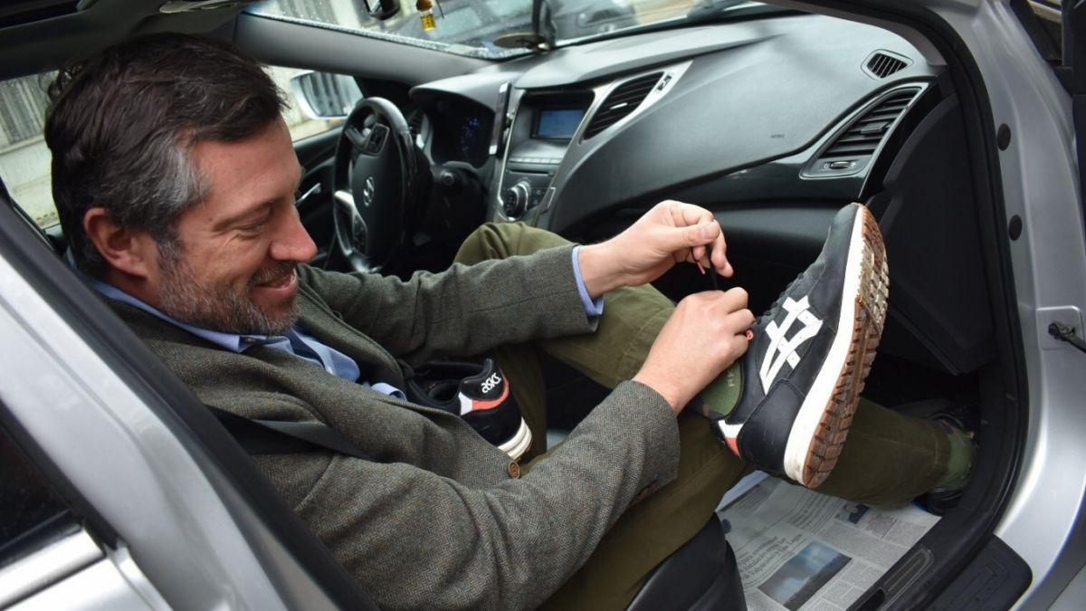 Gobierno autoriza a funcionarios públicos a trabajar con zapatillas los viernes