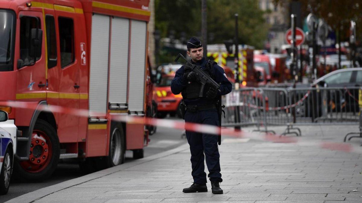 Cuatro policías y el agresor muertos en ataque en jefatura policial de París