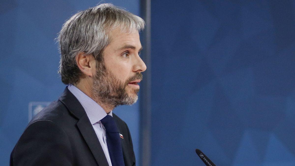 Ministro Blumel asegura acuerdo con Chile Vamos para avanzar hacia una nueva Constitución