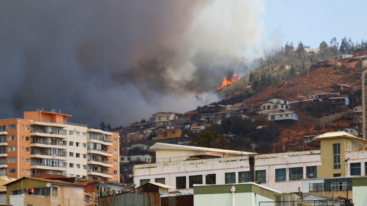 Incendio en Camino La Pólvora: Intendencia confirma que 4 viviendas resultaron quemadas