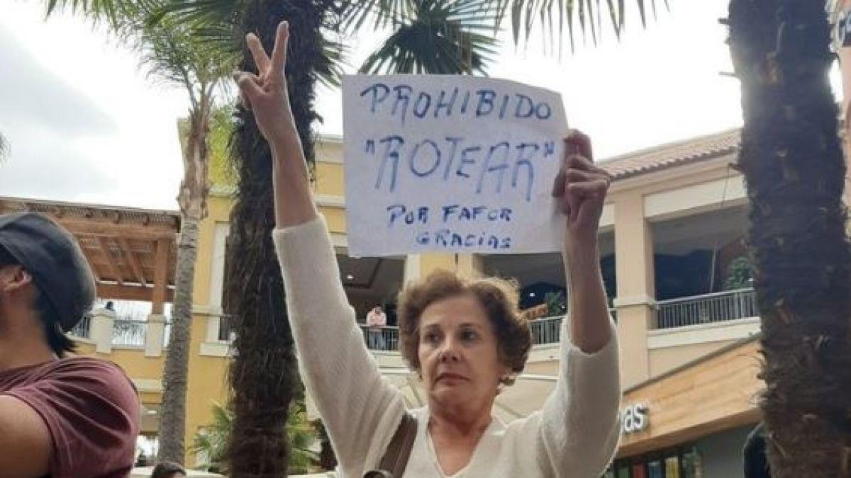 Manifestantes se reúnen por segundo día consecutivo en el Portal La Dehesa para protestar