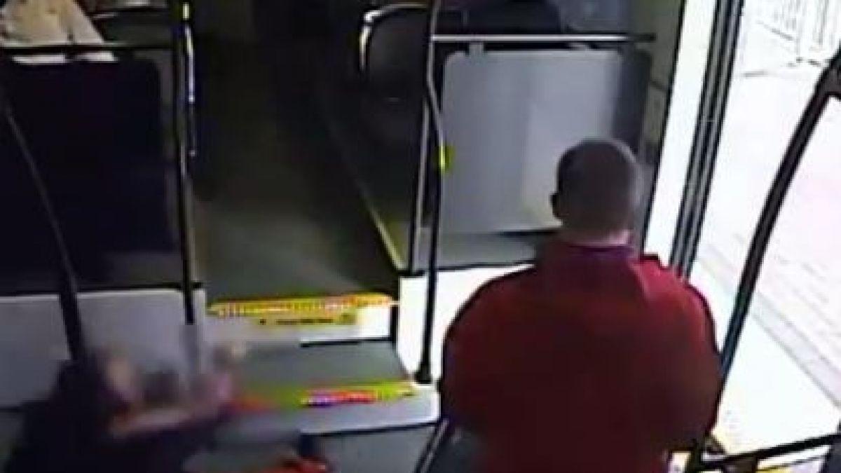 Hombre es buscado por intentar robarle la silla de ruedas a una mujer en el metro en EE.UU