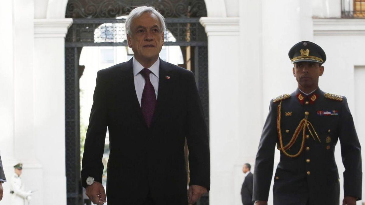Presidente Piñera cancela viaje a cambio de mando en Argentina tras desaparición de avión de la FACh