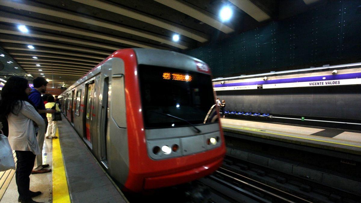 [FOTOS] Metro anuncia el cierre de estación U. Católica durante el sábado por destrozos