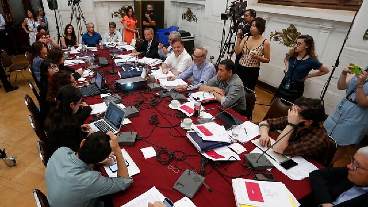 Más de 25 organizaciones expusieron en comisión por proceso constituyente