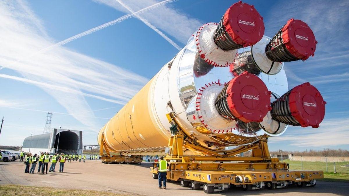 SLS: el cohete más poderoso de la NASA con el que quiere volver a mandar humanos a la luna