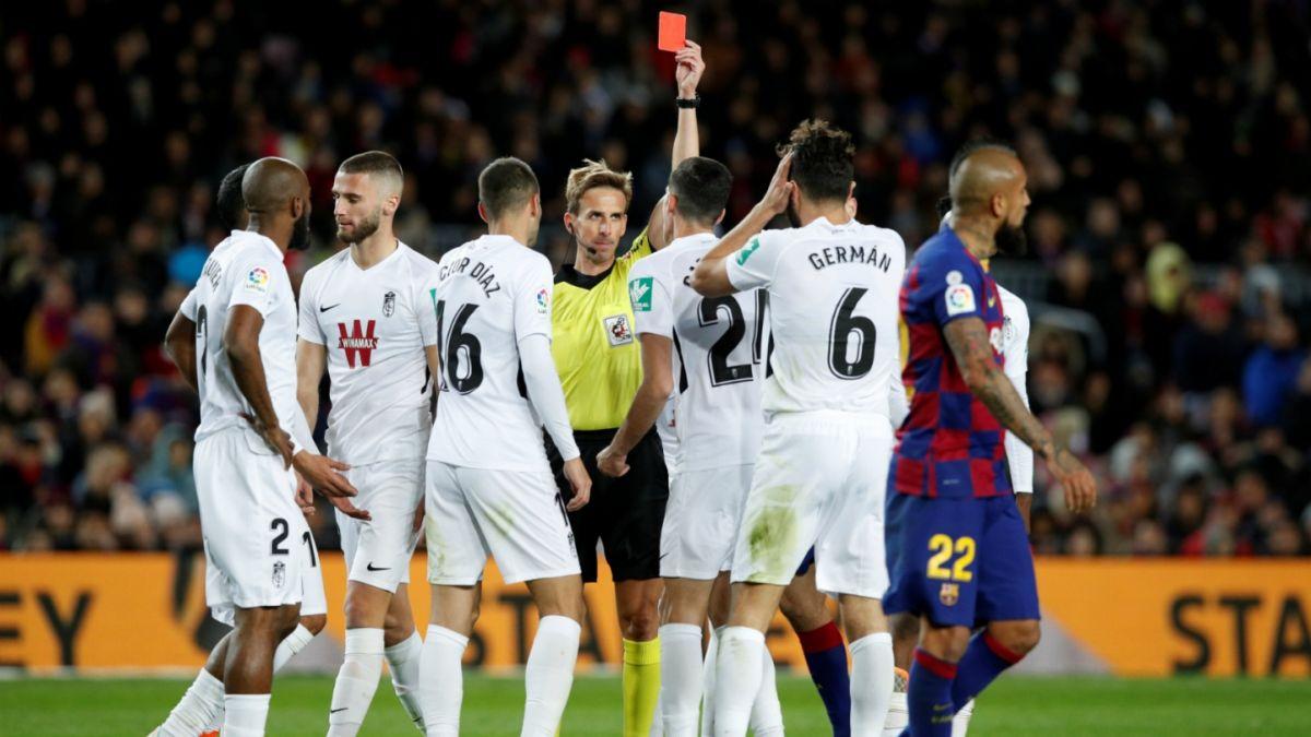 Jugador expulsado en triunfo de FC Barcelona donde Vidal fue figura lanza dura acusación