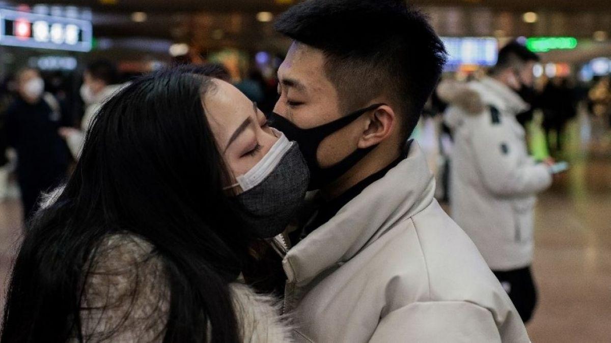 Resultado de imagen de besos y abrazos humanos