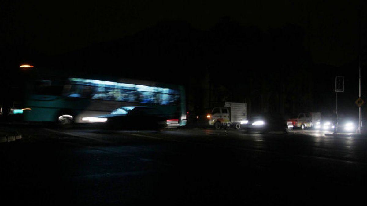 SEC formula cargos contra Chilectra por cortes de servicio en Santiago tras temporal