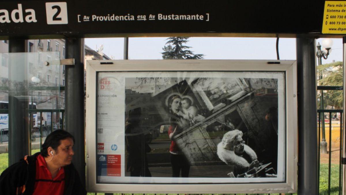 El arte se abre al público y se toma los paraderos del Transantiago