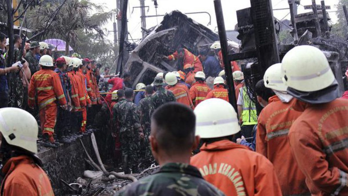 Al menos 7 muertos deja accidente ferroviario en Indonesia