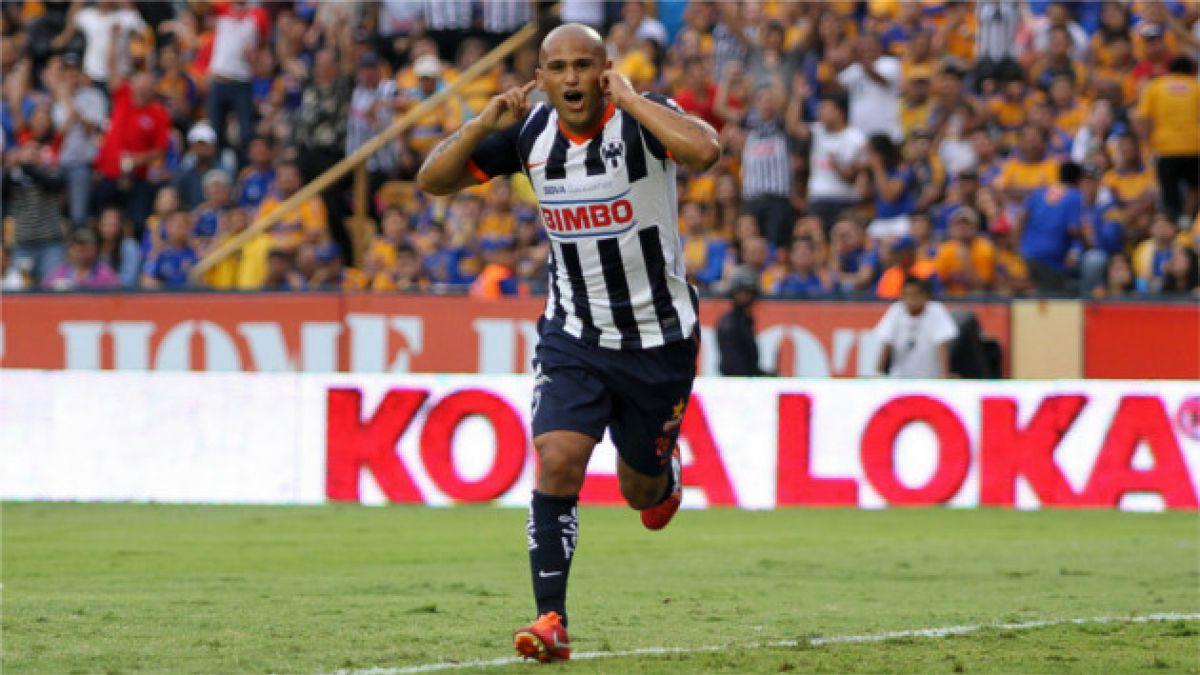 Humberto Suazo podría volver a las canchas a fines de abril