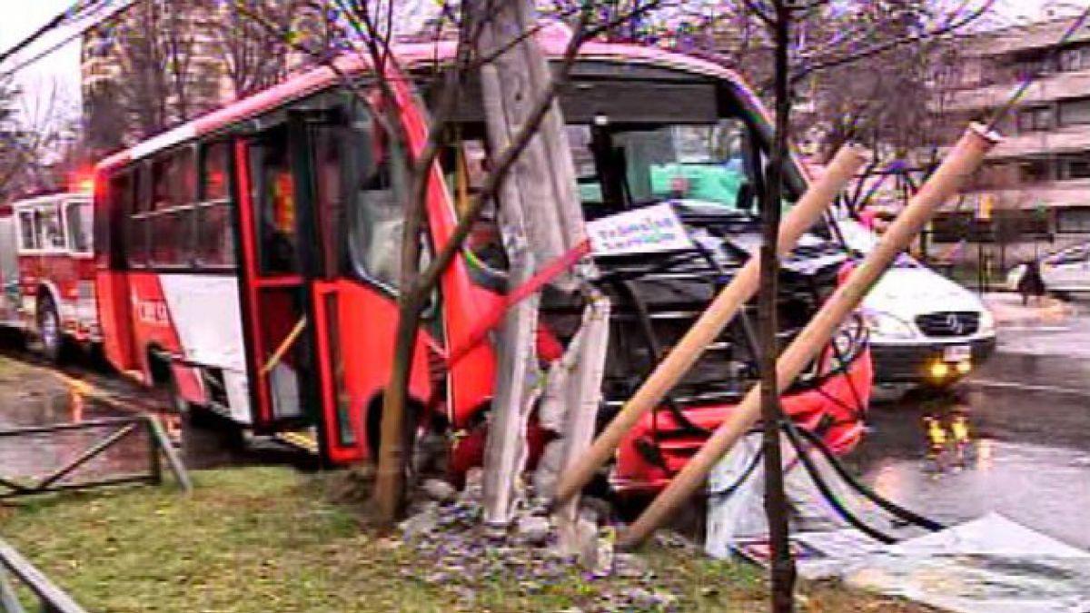 Choque de bus del Transantiago en Las Condes deja seis heridos