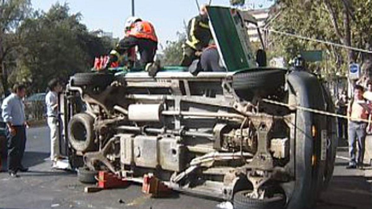 2 heridos deja volcamiento de ambulancia en Providencia