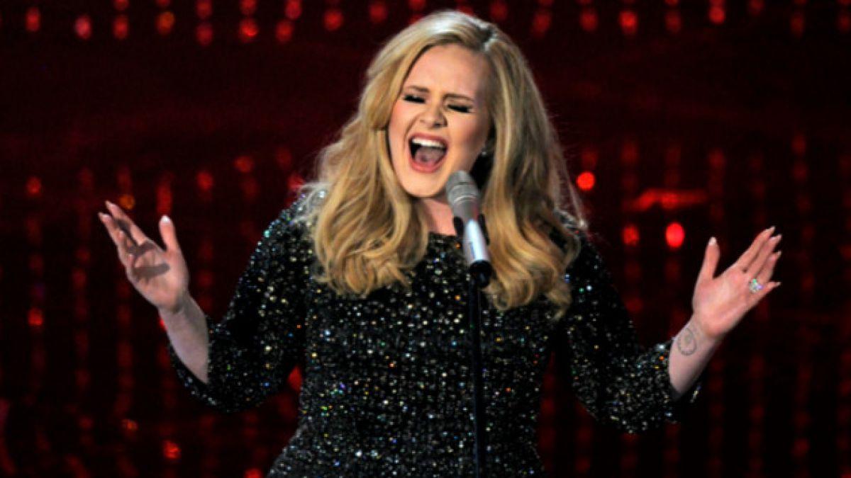 Indemnizarán al hijo de Adele por publicación de fotos