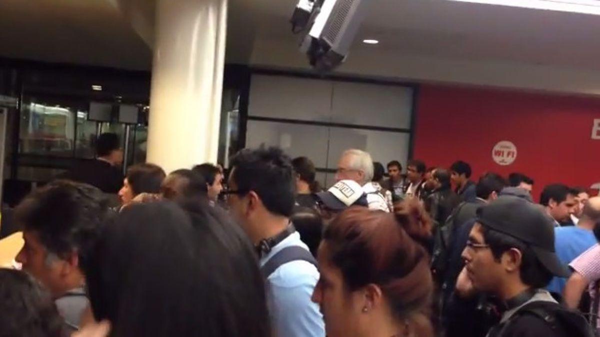 Así se vivió la postergación de los vuelos en el Aeropuerto de Santiago