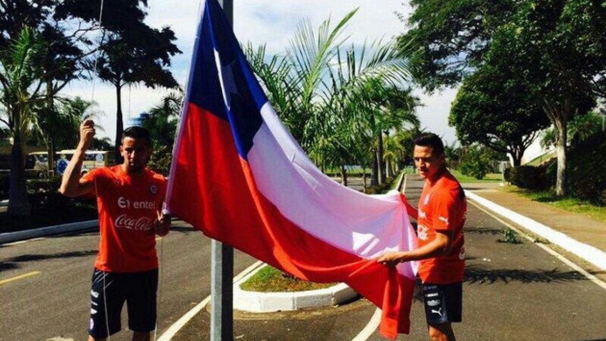 [FOTOS] Alexis Sánchez y Mauricio Isla izan bandera chilena en Toca da Raposa II
