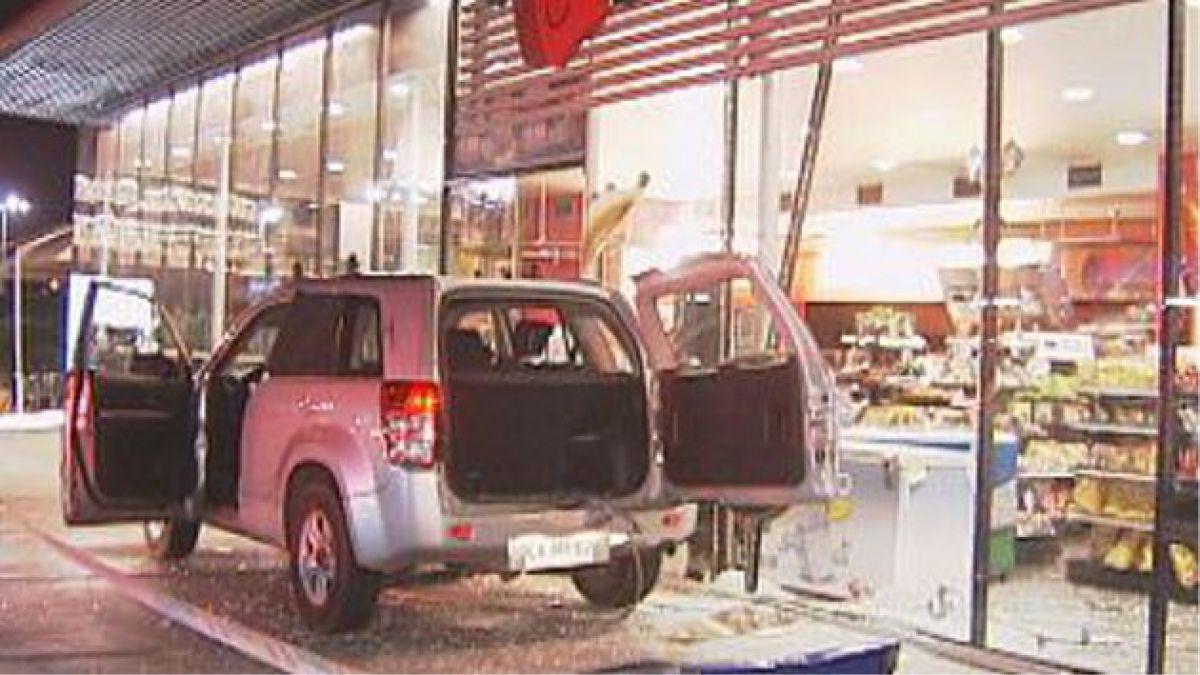 Clientes frustran robo de cajero automático en local Pronto Copec de Maipú